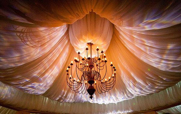 Detaliu decor cupola cort candelabru nunta Ramnicu Valcea
